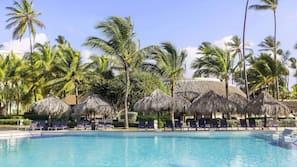 5 outdoor pools, free pool cabanas, pool umbrellas