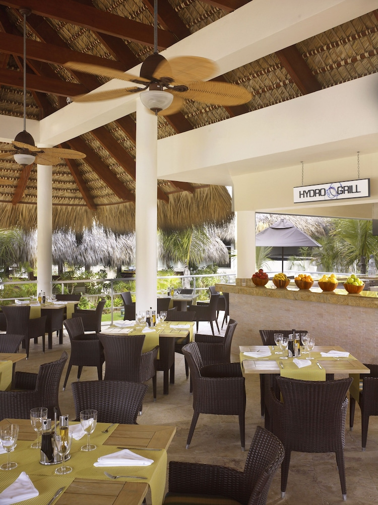Poolside Bar, The Reserve At Paradisus Palma Real Resort All Inclusive