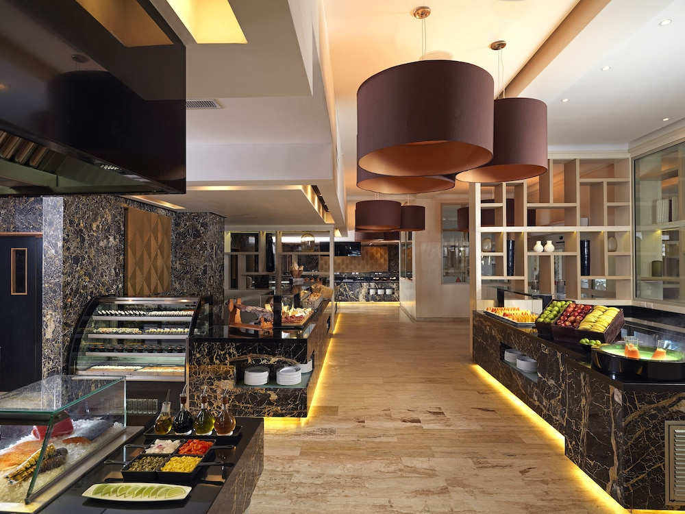 Buffet, The Reserve At Paradisus Palma Real Resort All Inclusive
