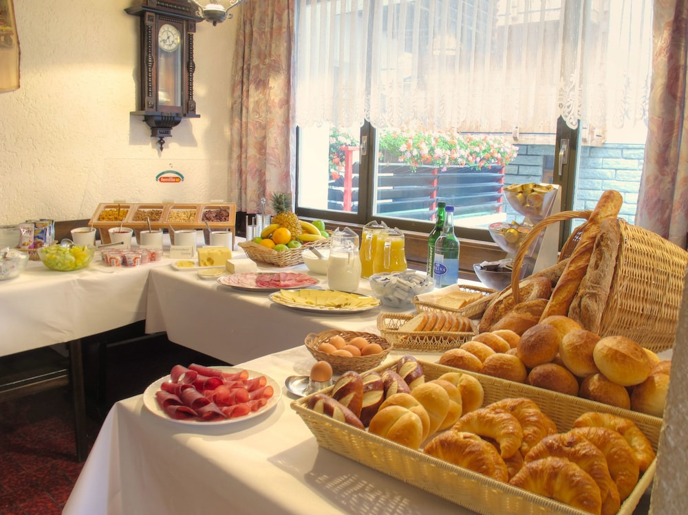Breakfast/Coffee Service 11 of 21