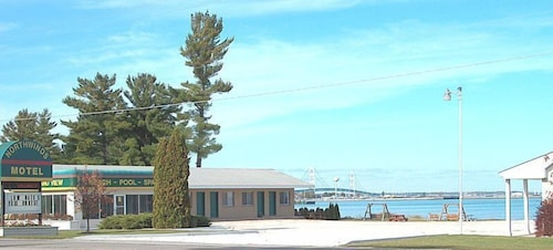 Great Place to stay Northwinds Motel near Mackinaw City