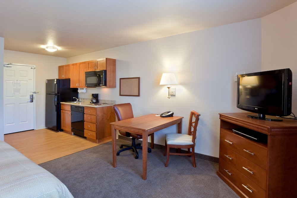 Private Kitchen, Candlewood Suites Lakewood, an IHG Hotel