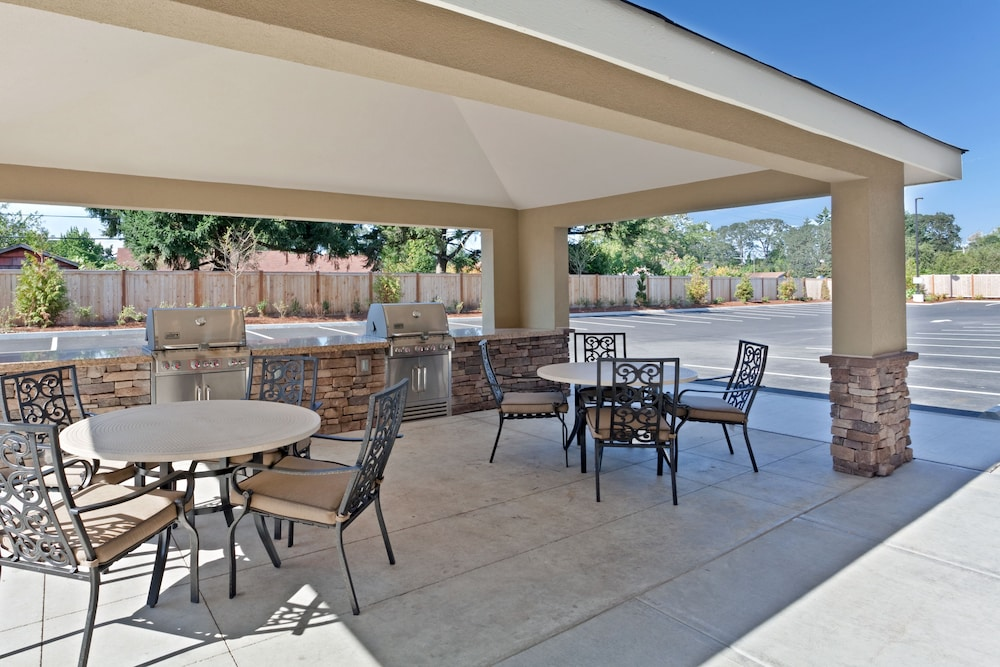 Terrace/Patio, Candlewood Suites Lakewood, an IHG Hotel