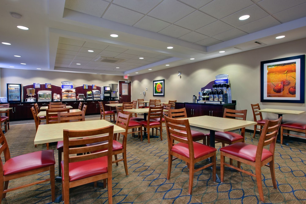 Restaurant, Holiday Inn Express Hotel & Suites Kincardine - Downtown, an IHG Hotel