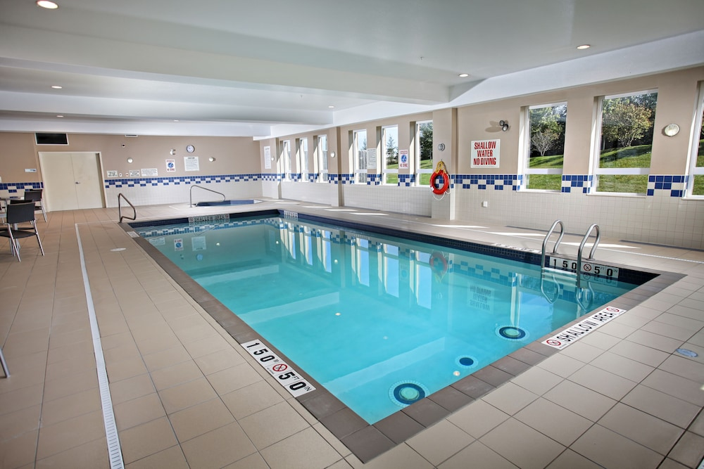 Pool, Holiday Inn Express Hotel & Suites Kincardine - Downtown, an IHG Hotel