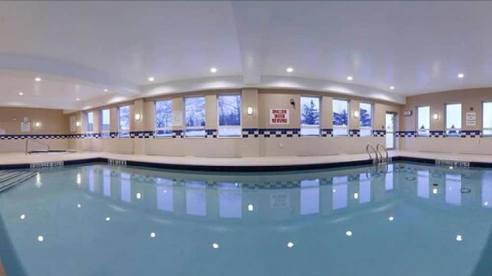 Indoor Pool, Holiday Inn Express Hotel & Suites Kincardine - Downtown, an IHG Hotel