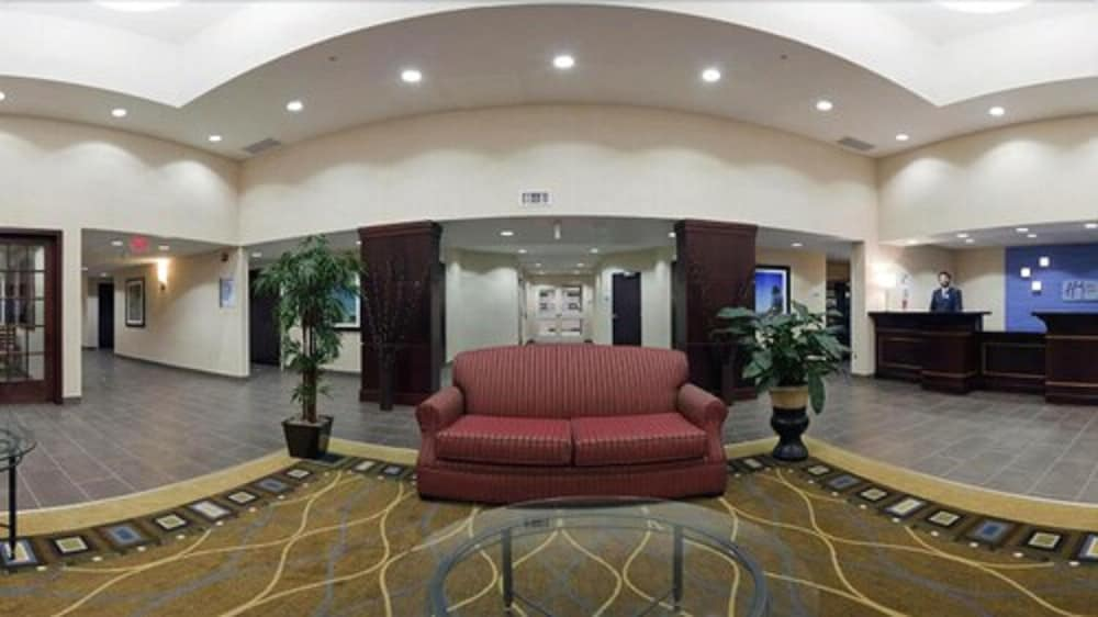 Lobby Sitting Area, Holiday Inn Express Hotel & Suites Kincardine - Downtown, an IHG Hotel