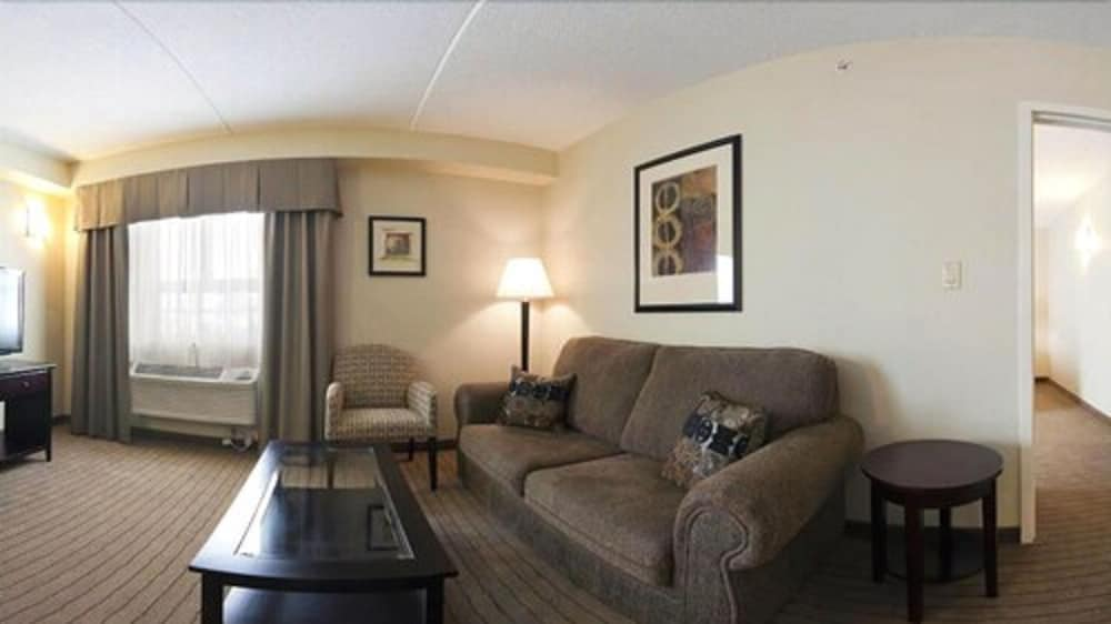Living Room, Holiday Inn Express Hotel & Suites Kincardine - Downtown, an IHG Hotel