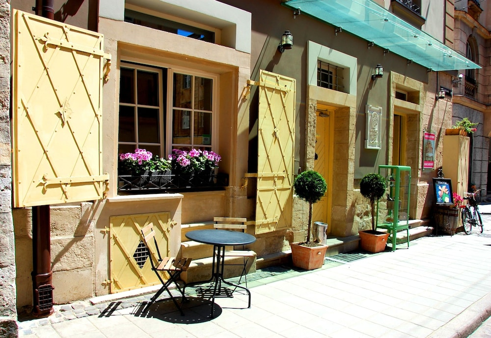 Vintage boutique hotel in lviv hotel rates reviews on for Boutique hotel characteristics