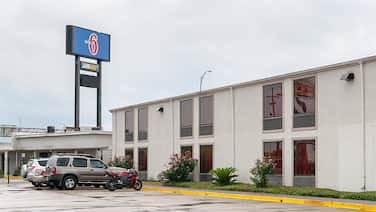 Motel 6 New Orleans, LA - Near Downtown