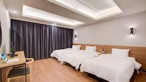 家具佈置各有特色、書桌、窗簾、隔音