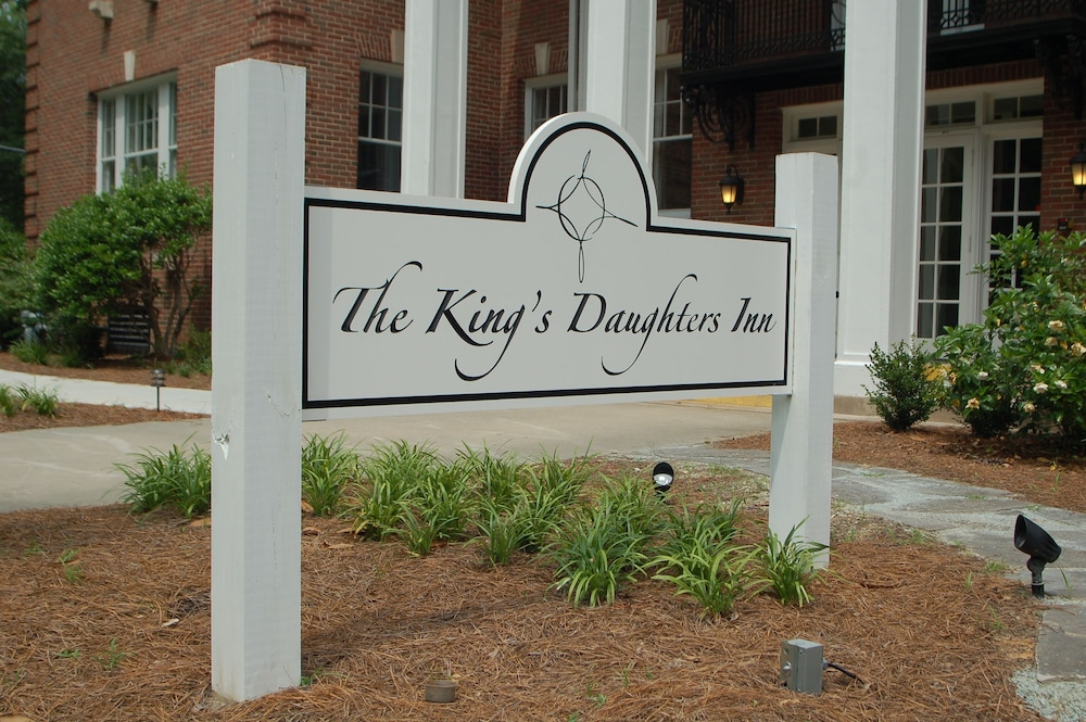 Front of Property, The King's Daughters Inn