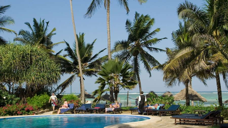 Breezes Beach Club & Spa – Half Board