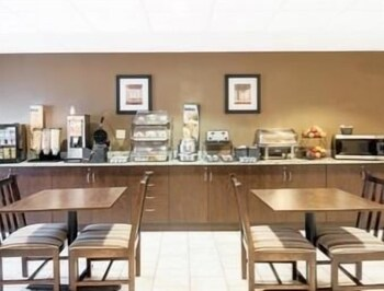 Breakfast Area, Microtel Inn & Suites by Wyndham Austin Airport