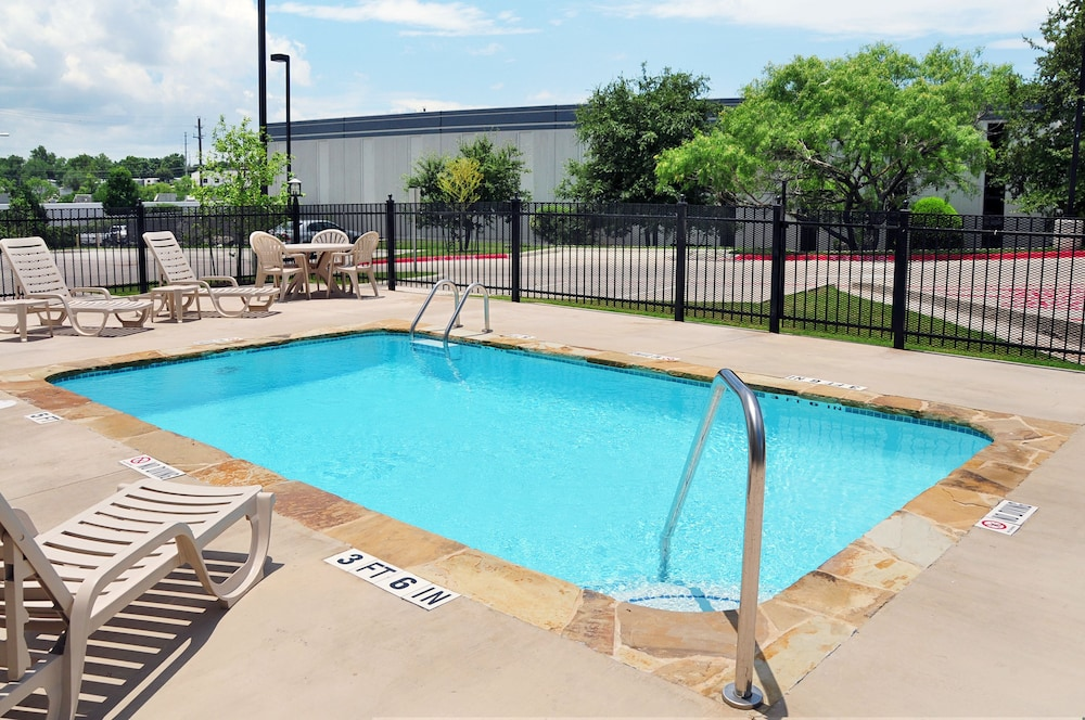 Outdoor Pool, Microtel Inn & Suites by Wyndham Austin Airport
