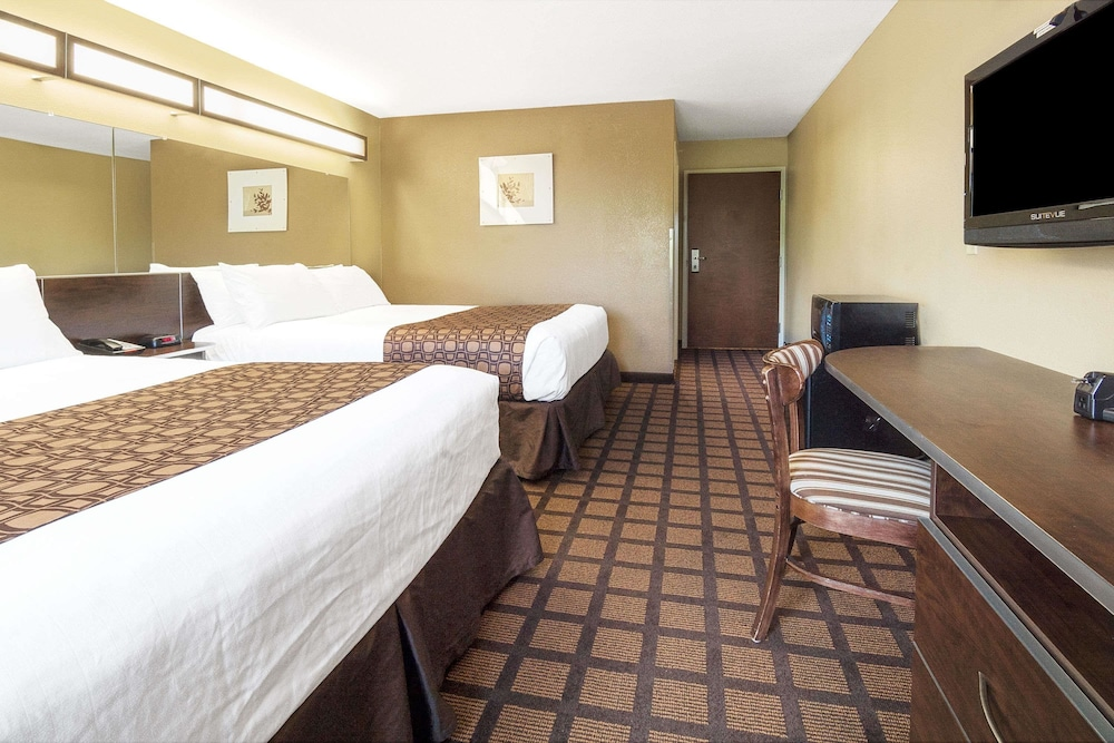 Room, Microtel Inn & Suites by Wyndham Austin Airport