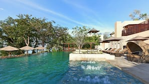 3 outdoor pools, open 7:00 AM to 7:00 PM, pool umbrellas, pool loungers