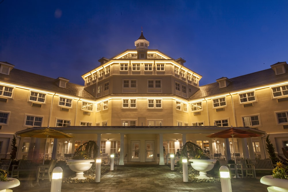 Front of Property - Evening/Night, Cedar Point's Hotel Breakers
