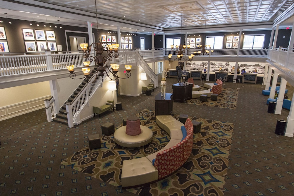 Lobby, Cedar Point's Hotel Breakers