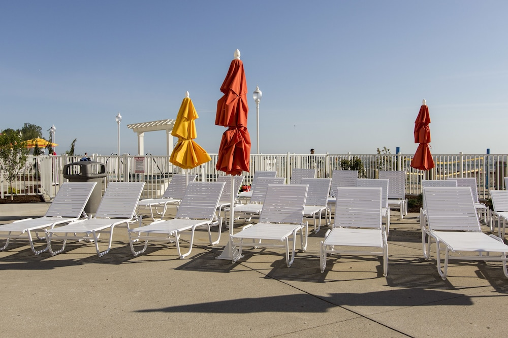 Outdoor Pool, Cedar Point's Hotel Breakers