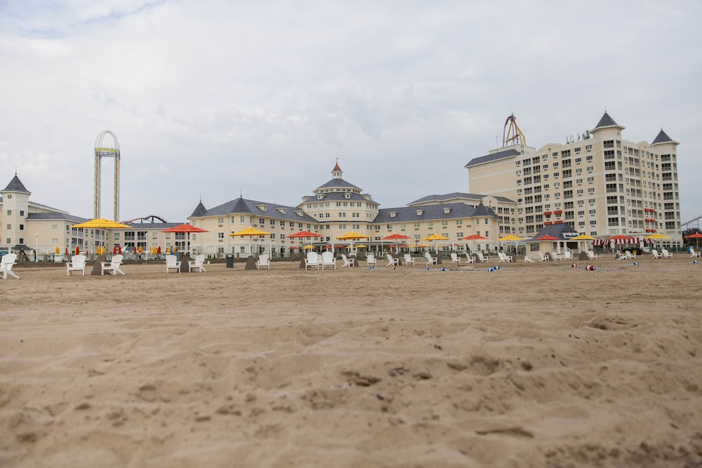 Beach, Cedar Point's Hotel Breakers