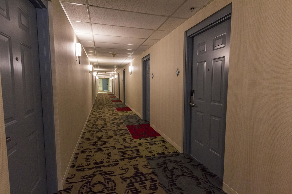 Hallway, Cedar Point's Hotel Breakers