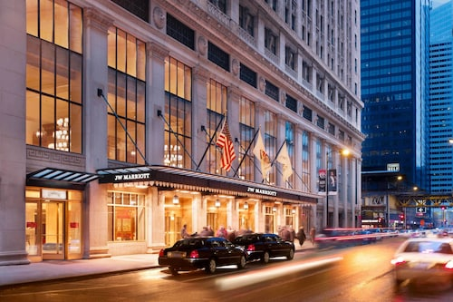 Downtown Chicago Hotels with Jacuzzis In Room From $110! Cheap
