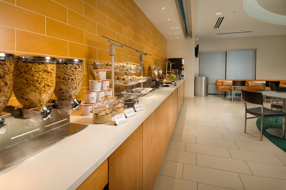 Breakfast Area, SpringHill Suites Alexandria