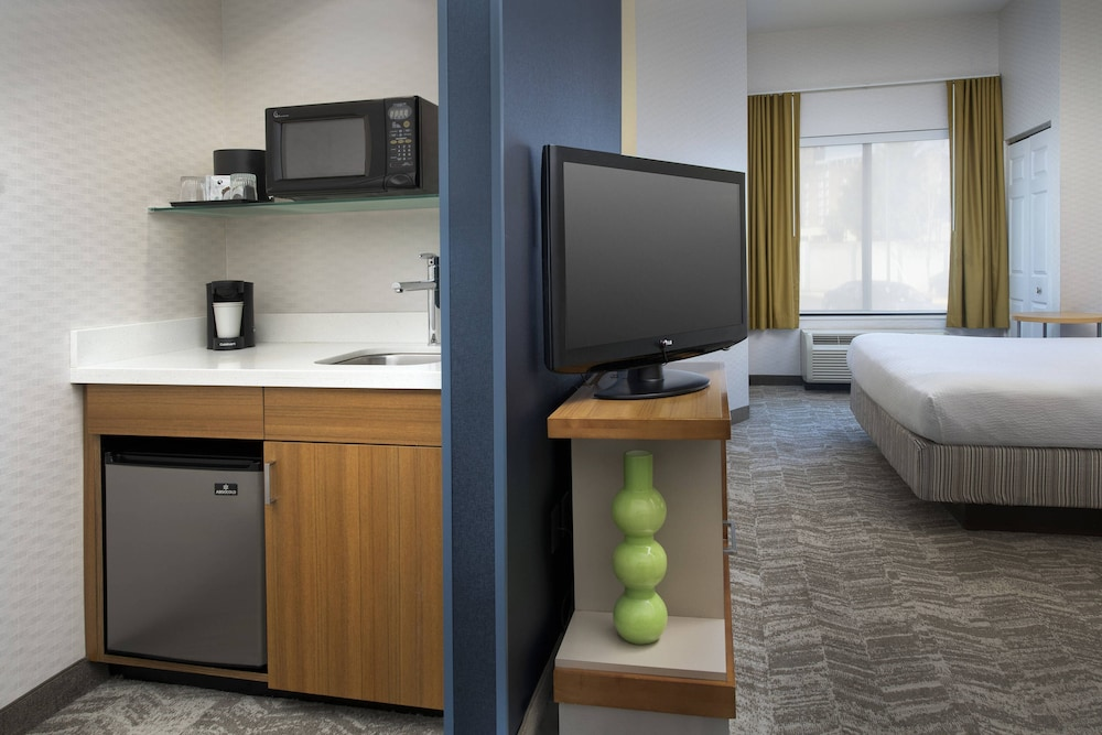 Private Kitchenette, SpringHill Suites Alexandria
