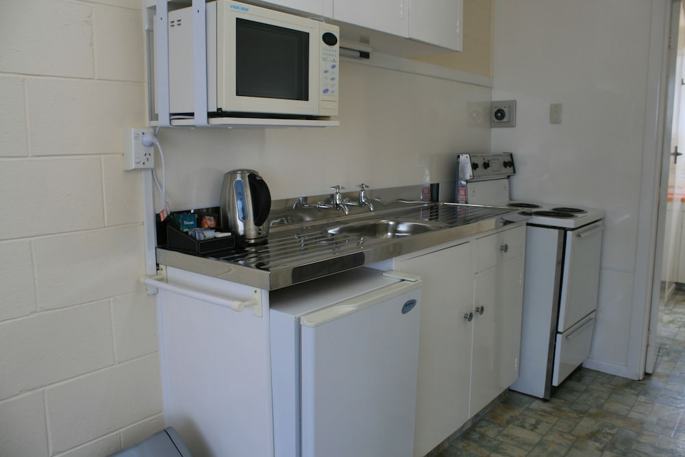 Private Kitchenette, Arcadian Motel
