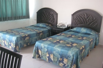 Standard Room, 1 Double or 2 Twin Beds - Guestroom