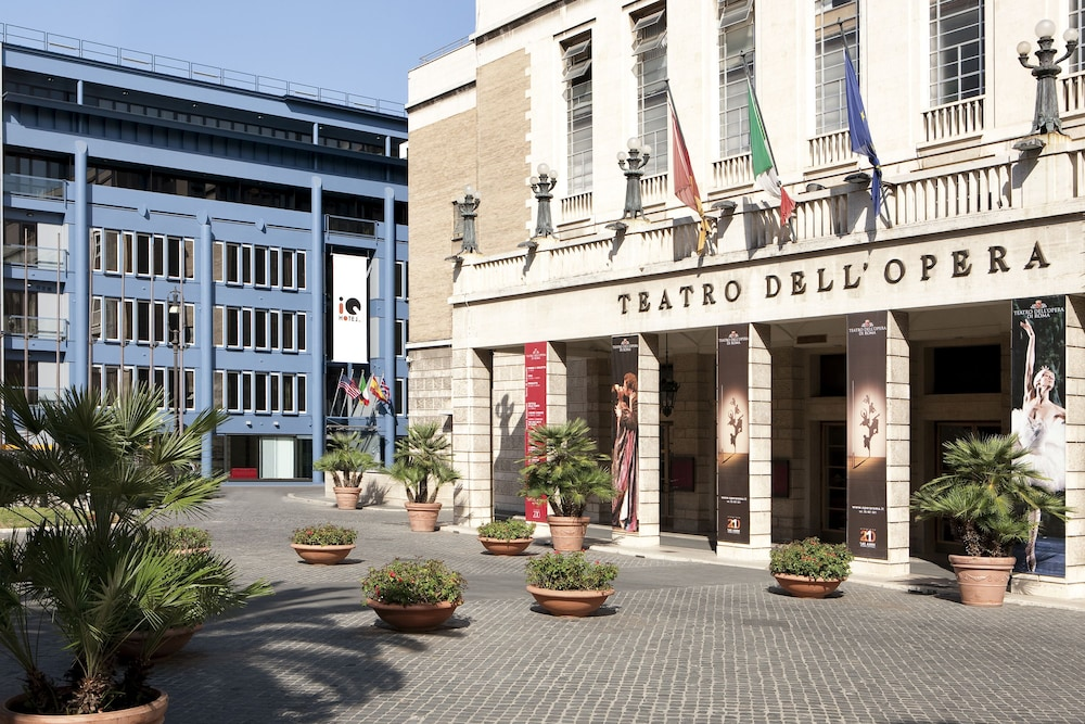 Front of Property, iQ Hotel Roma