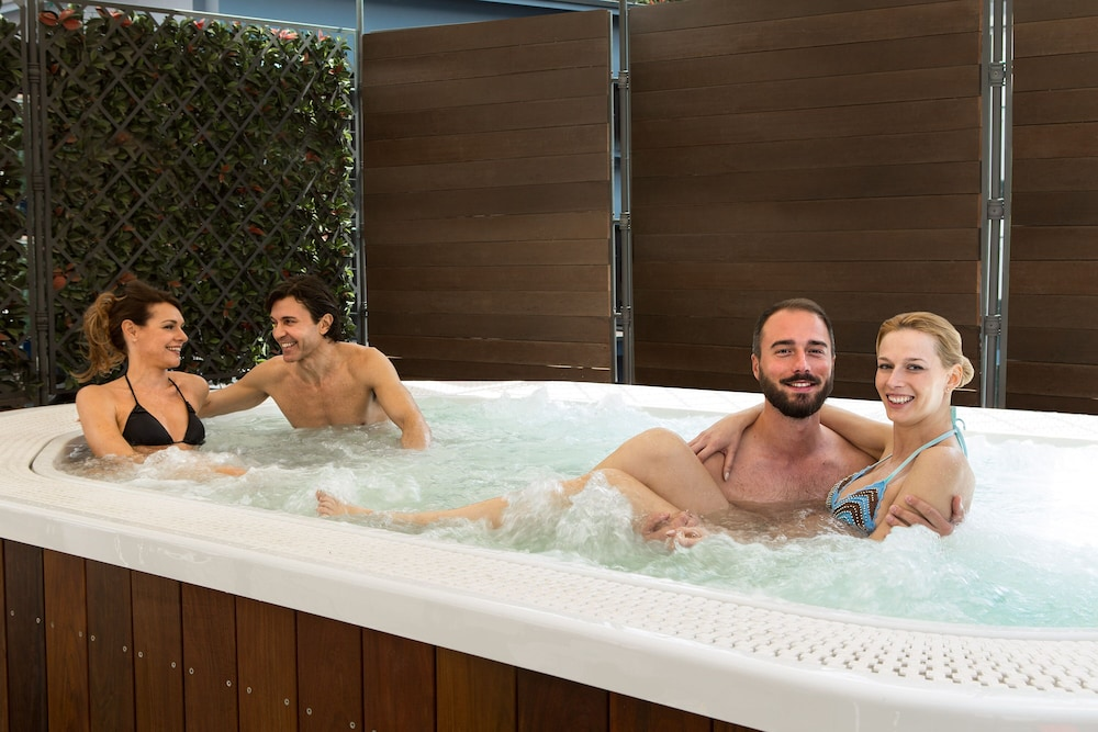 Outdoor Spa Tub, iQ Hotel Roma