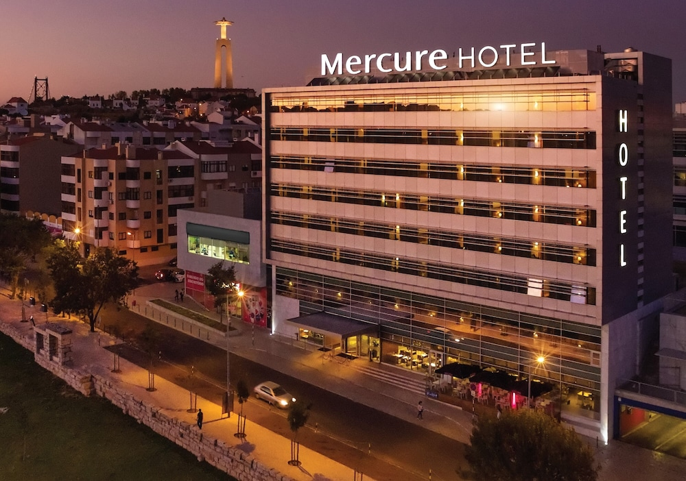 Front of Property, Mercure Lisboa Almada
