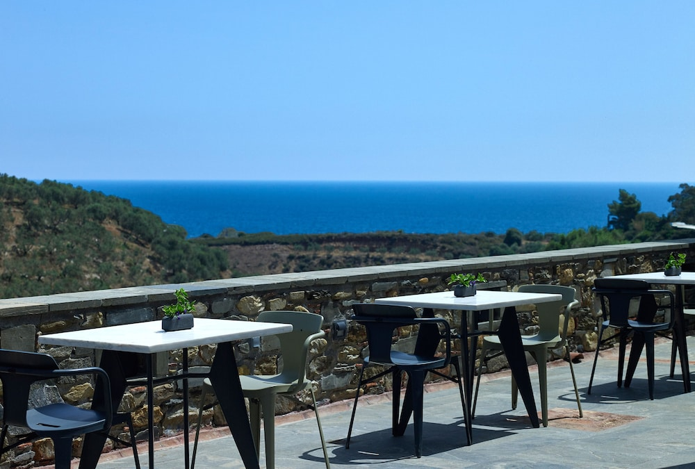 Outdoor Dining, Kinsterna Hotel