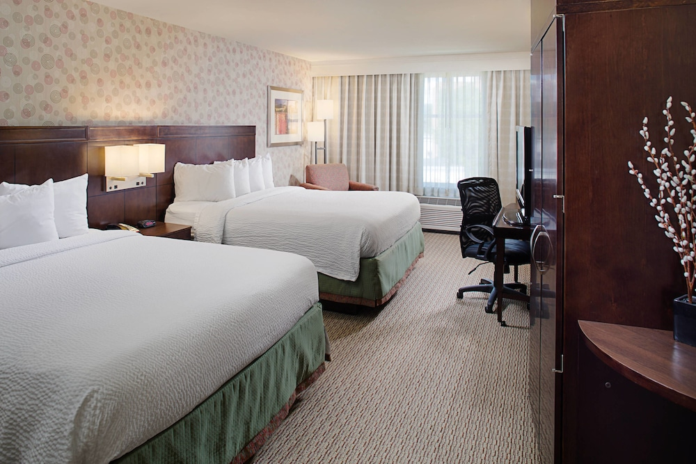 Room, Courtyard by Marriott Keene Downtown
