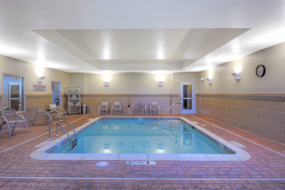 Pool, Courtyard by Marriott Keene Downtown