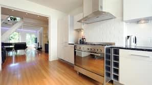 Fridge, oven, coffee/tea maker, toaster