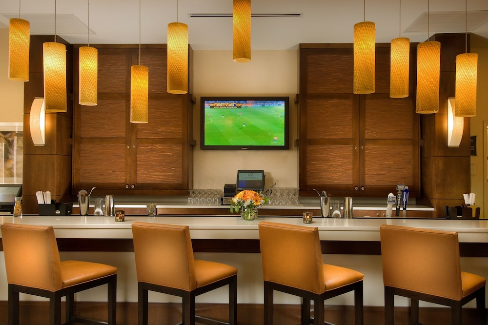 Bar, DoubleTree by Hilton Sterling - Dulles Airport