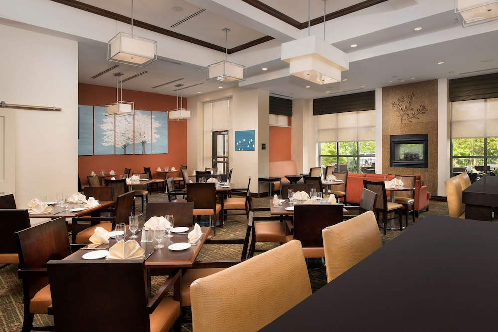 Restaurant, DoubleTree by Hilton Sterling - Dulles Airport