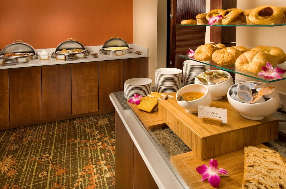 Breakfast Area, DoubleTree by Hilton Sterling - Dulles Airport