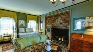 2 bedrooms, premium bedding, desk, blackout drapes