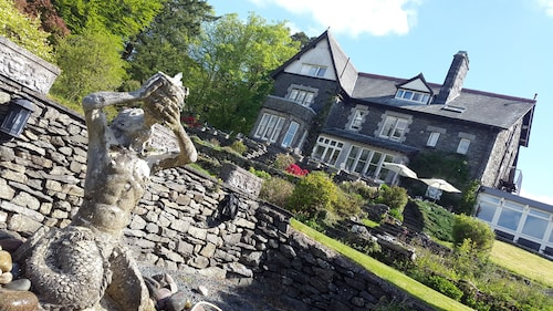 Sawrey House Country Hotel