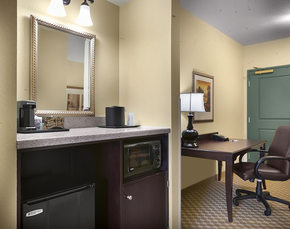 Coffee and/or Coffee Maker, Country Inn & Suites by Radisson, Concord (Kannapolis), NC
