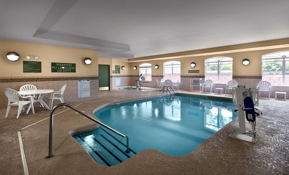 Pool, Country Inn & Suites by Radisson, Concord (Kannapolis), NC