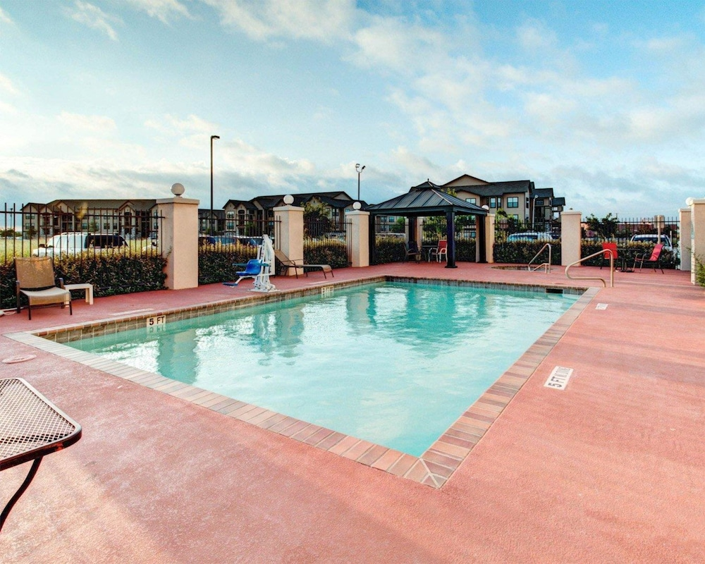 Pool, Comfort Suites Waxahachie - Dallas