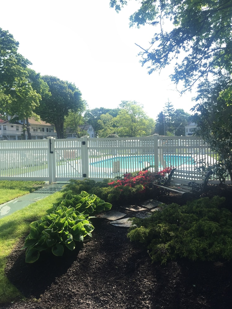 Outdoor Pool, ShoreWay Acres Inn & Cape Cod Lodging