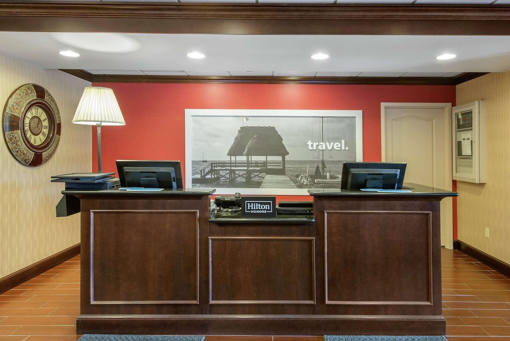 Reception, Hampton Inn Meadville