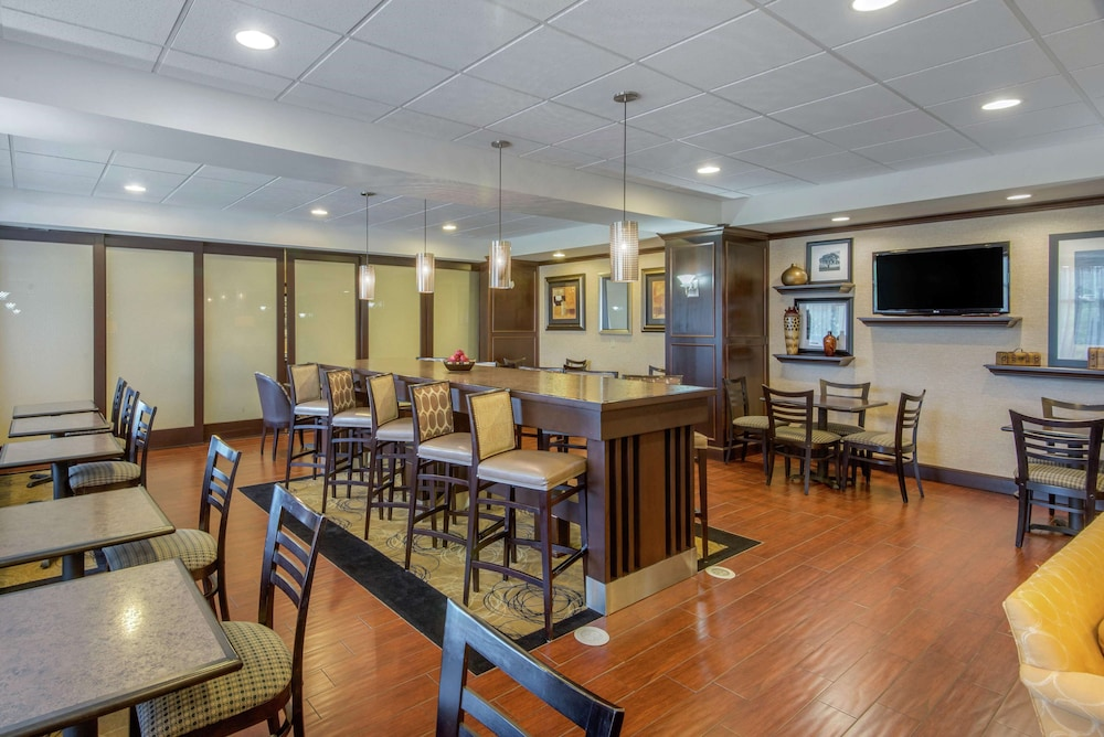 Restaurant, Hampton Inn Meadville
