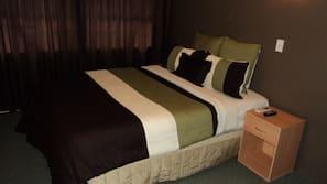 Iron/ironing board, WiFi, linens